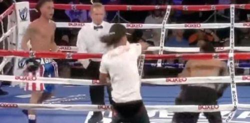 VÍDEO   Insólita intromisión en pelea de boxeo de un boricua....