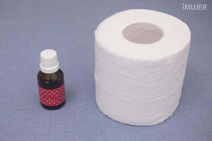 ¿Tu baño huele un poco mal? Si quieres que siempre tenga olor rico te recomiendo este tip.Simplemente tienes que aromatizar tu papel higiénico para inundar tu baño con un buen aroma.¡Adelante!Materiales:AromatizantePapel higiénicoPaso a paso:Vierte unas gotitas de aromatizante dentro del tubo de cartón de papel
