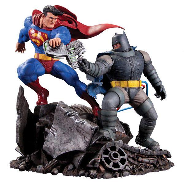 Classic Confrontations: Superman vs Batman Statue