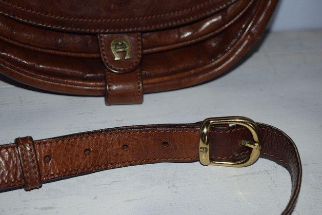 Sie kaufen hier eine tolle vintage, echt Leder, Handtasche in braun von der renomierten Marke Etienne Aigner.  Die Umhänge/ Schultertasche kann man mit der Riemenlänge von 150 cm Gesamtlänge, dem...