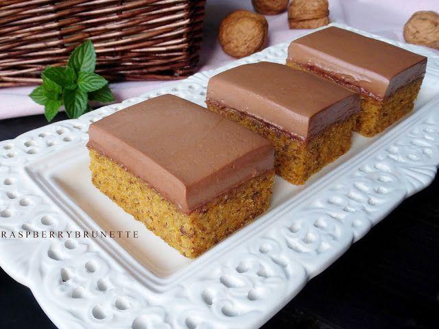 Raspberrybrunette: Mrkvovo-orechové rezy s jednoduchým čokoládovým kr...