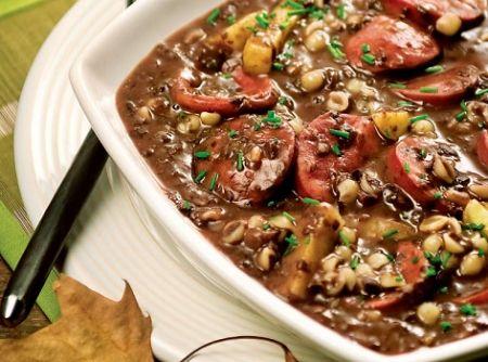 Sopa de Feij�o com Paio e Calabresa - Veja mais em: http://www.cybercook.com.br/receita-de-sopa-de-feijao-com-paio-e-calabresa.html?codigo=14733