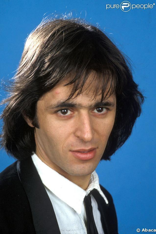 """Jean-Jacques Goldman, star des années 80, a multiplié les tubes comme """"Quand la musique est bonne"""" (1982), """"je te donne"""" (1985). Toujours aussi culte ! (photo de l'époque)"""