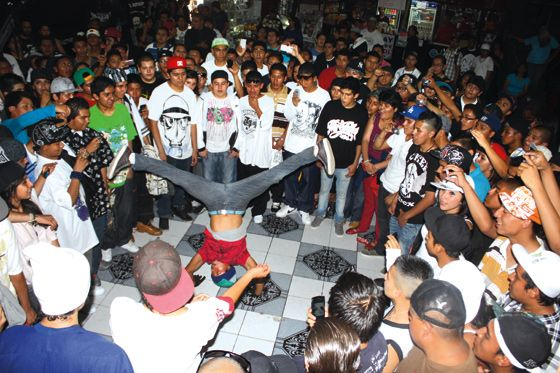 ¿Que es esto? Un antro... pero no es común es un antro de Hip Hop debido a mis limitaciones no he podido cumplir mi sueño de abrir uno y concientizar a la gente de México de lo que en realidad es el Hip Hop.