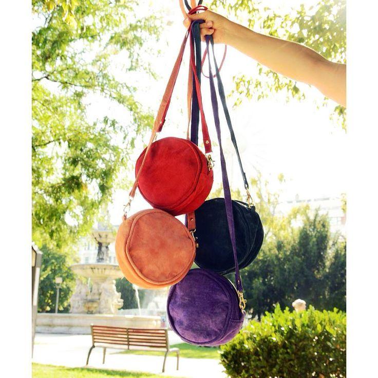 Check out our blog for the whole story: https://szputnyikshop.com/blogs/szputnyik-shop/beyond-retro-x-szputnyik-shop-reworked-vintage-taskak-egyenesen-angliabol 💜💖  Awesome reworked vintage suede purse bags from beyondretro #szputnyik #szputnyikshop #budapest