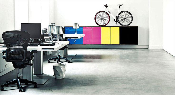 Holmris MILK working desk. Skrivebord. Hæve/sænkebord. Arbejdsbord.