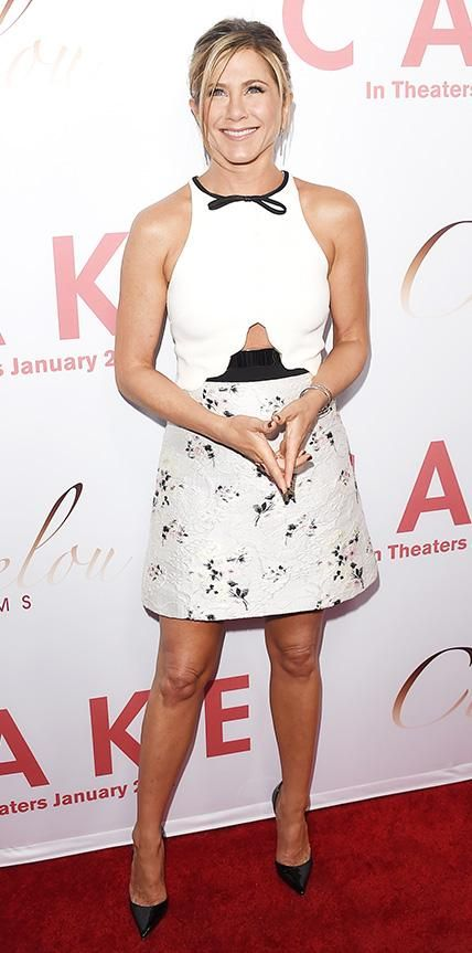 14 Times Jennifer Aniston Chose Not to Wear Her Signature