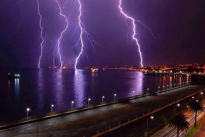 Tormenta eléctrica en el puerto