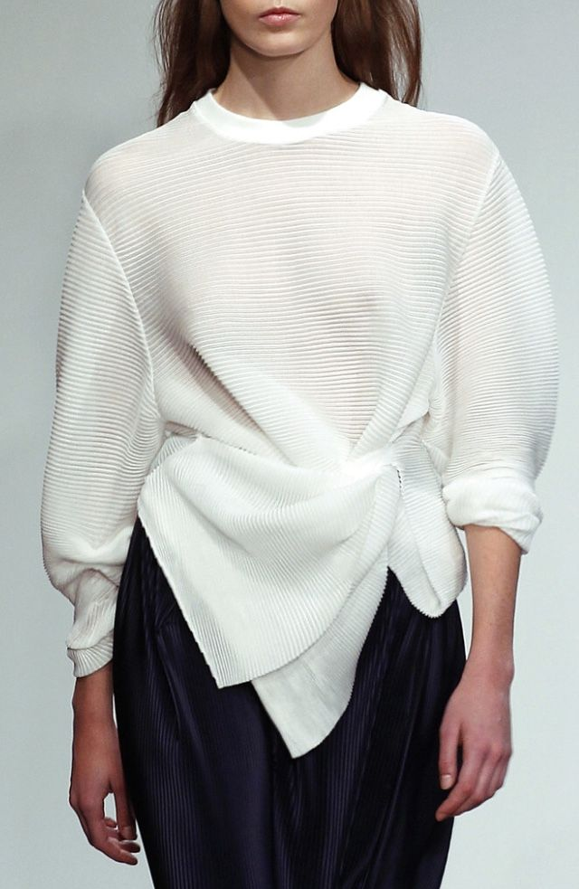 Pleated sweatshirt with elegant twisted drape; fashion details // 1205 Spring 2016