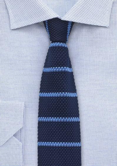 Strick-Businesskrawatte gestreift nachtblau