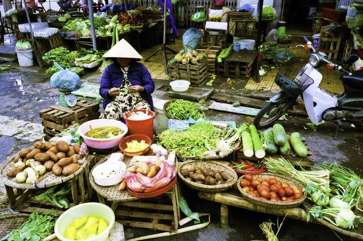 ベトナム中部の都市「ダナン」。2011年12月にダナン国際空港に新ターミナルが完成し、ますます注目を集めている今人気のビーチリゾートです。空港から市街地までは3kmとアクセスも良好です。 ハノイやホーチミンと違って流れる時間がゆっくりしていて居心地のいいのがダナンの魅力!まわりに自然も多く、またホイアン、フエ、ミーソンへも近く中部観光の拠点としても最高の場所です。そんなダナンでやりたいことを5つ集めてみました。旅の計画の参考にしてみて下さい。 1.観光スポットを巡る 五行山(ごぎょうざん)...
