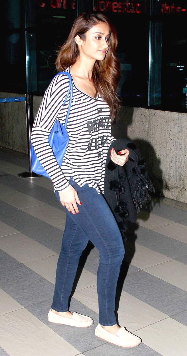 'Happy Ending' actress Ileana D'Cruz strutted in denims and tee, but her bright red nail polish enhanced her casual look