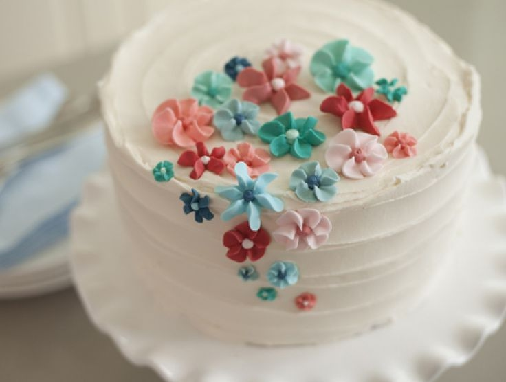 In Part 4, you will learn how to make a show-stopping buttercream-iced cake, featuring royal icing drop flowers. Emily will show you how to make royal icing from scratch, mix colors to make a harmonious palette, and then use a variety of decorating tips to make flowers of different shapes, sizes,...