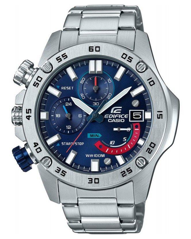Casio Edifice chronograaf herenhorloge EFR-558D-2AVUEF. Prachtig, stoer horloge uitgevoerd met de kroon aan de linkerzijde van het horloge. Ook de chronograaf-knoppen zijn links georienteerd. De stalen band en de kast zijn zilverkleurig en de brezel is eveneens zilverkleurig en met cijfers voorzien. Zowel de index als de wijzers hebben een fluorescerende laag en lichten in het donker op. De kroon wordt door de speciale vormgeving van de kast tegen stoten beschermd. De chronograaf kan meten…