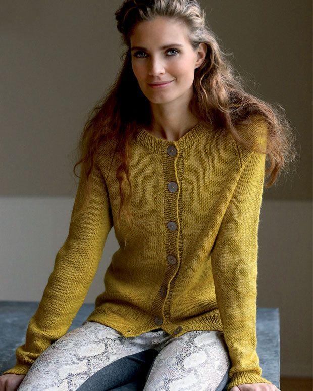Så skal der strikkes en raglancardigan i den helt rigtige gule farve.