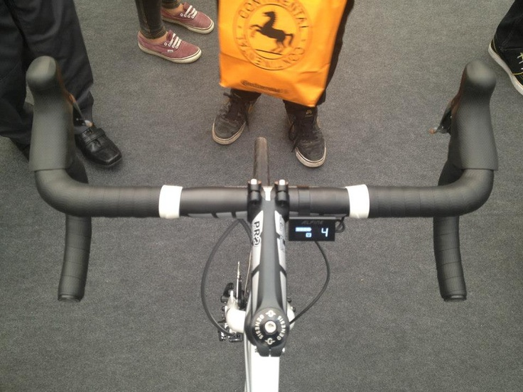 Electric shifting is amazing... so smooth you would not believe! #icebike #shimano