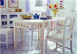 Ovaler Tisch Dieser ovale Tisch besteht aus zwei halbrunden Konsoltischen und einer Mittelplatte zum Einhängen.