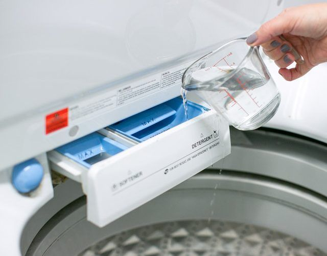 using white vinegar to clean washing machine
