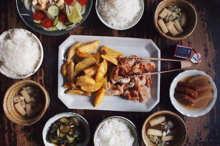 08.17 鶏胸肉とポテトのスパイス焼き (味付けした鶏胸肉とポテトをオーブンに入れお任せ調理)、まだまだ残ってる大根の煮物、きゅうりの漬物、サラダ、油揚げと大根の味噌汁、ごはん  #おうちごはん #晩ごはん  #lin_stagrammer #deristagrammer #デリスタグラマー #クッキングラム  #オーブンレンジでビジュアルごはん #rocoごはん #パナソニックビストロ #オレンジページ #松原竜馬 #角田淳