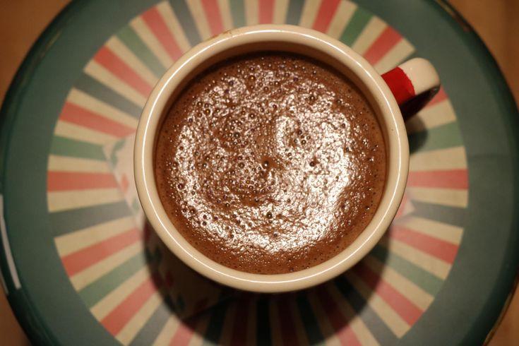 Przepis na pyszną gorącą czekoladę – bez mleka i bez cukru – Noemi Demi