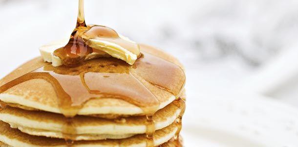 Single serving Pancakes-     -    1/3 cup whole wheat flour  -    1/4 tsp baking soda  -    1/2 tsp baking powder  -    generous sprinkle of cinnamon  -    pinch salt  -    1 egg, large  -    1/4 cup milk  -    1 tsp vegetable oil  -    1/2 tsp vanilla  Boníssim, però he afegit 1 cullerada de farina, éren molt liquids