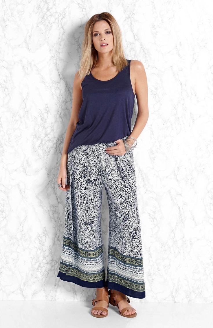 Szerokie i zwiewne spodnie od Amy's Stories, http://www.halens.pl/moda-damska-na-do-spodnie-5760/spodnie-enya-556482?imageId=393886&variantId=556482-0533