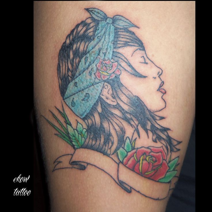 #gypsi #tattoo #traditionaltattoo #gitana #tatuaje #tradicional #rose #neotraditional Tattoo by ekow