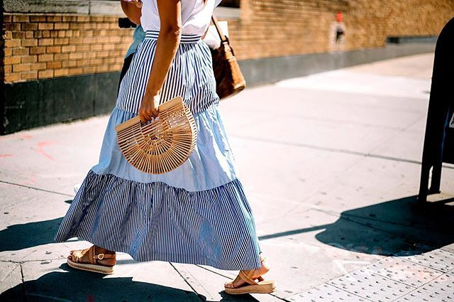 "En el capítulo de hoy de ""La última obsesión del #StreetStyle"" presentamos: las bolsas de mimbre. El know how de cómo llevarlas en Vogue.mx Fotografía: @aldo_decaniz  via VOGUE MEXICO MAGAZINE OFFICIAL INSTAGRAM - Fashion Campaigns  Haute Couture  Advertising  Editorial Photography  Magazine Cover Designs  Supermodels  Runway Models"
