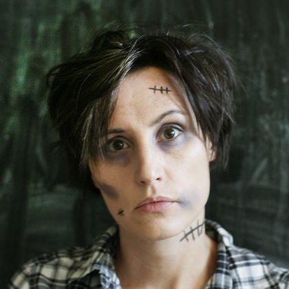 5 Minute Zombie: Need a quick costume? See how you can zombify yourself in 5 minutes or less.