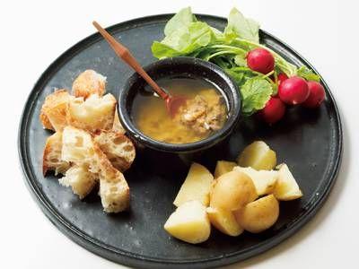 オカズデザイン さんのにんにくを使った「バーニャ・カウダ」。にんにくを牛乳で煮て、臭みをしっかりぬくのがポイント。まろやかでコクのあるソースが、クセになる味わい! NHK「きょうの料理」で放送された料理レシピや献立が満載。