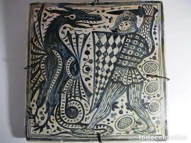 FANTASTICO ANTIGUO AZULEJO GOTICO DE SAN JORGE Y DRAGON (Antigüedades - Porcelanas y Cerámicas - Azulejos)