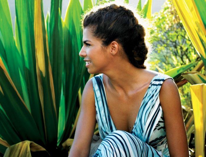 """Vanessa da Mata apresenta Novo Clipe da música """"Por Onde Ando Tenho Você"""". Veja no http://michelelima84.wix.com/michelelima#!home/mainPage."""