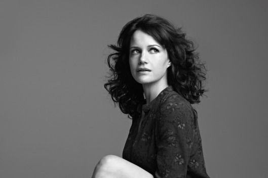 Carla Gugino Can Play a Seductress or a Mom -- Vulture