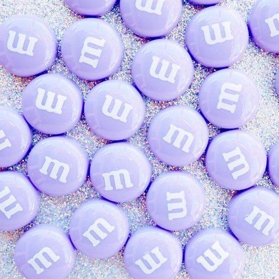 Catchy. Huruf M-nya bisa diganti dengan huruf lain. Dengan beda warna di kata yang ingin disampaikan.