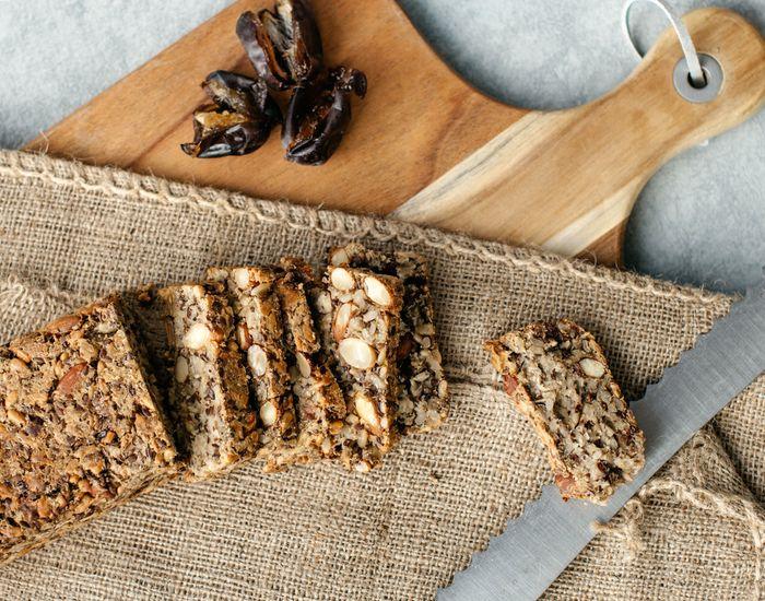 Glutenfritt brød med frø og nøtter - Tara