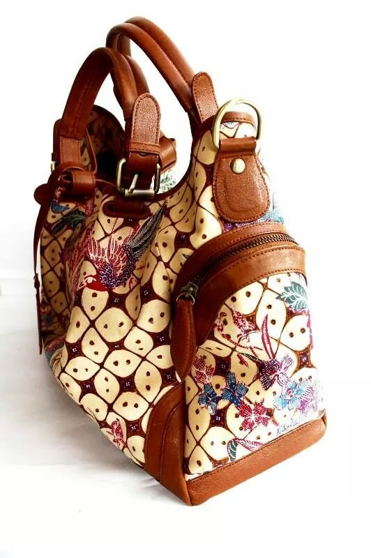 An elegant bag wih premium cow leather. Adik bayi handwriting batik. Zipper Closure and Suede lining. #bag #batik #fashion #indonesia