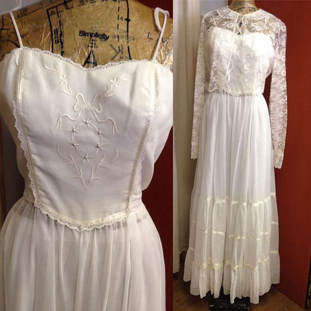 It's a nice day for a white wedding in this 1970's dress! Sz 4-6 $159 Includes…