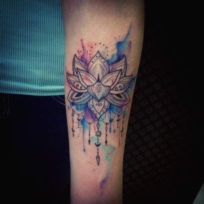 Tatouage de Femme  Tatouage Attrape rêve Noir et gris sur Dos ! Tatouage  femme Fleur de lotus Aquarelle