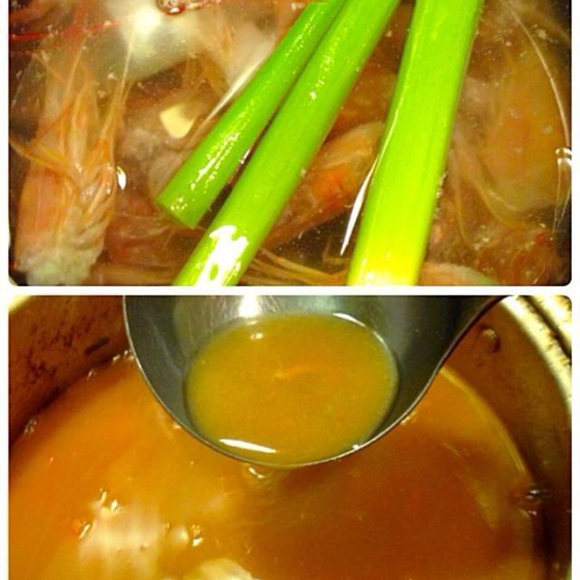 赤海老刺しの頭と殻を使って。 かなりいい出汁が出たよ。 ラーメンにしようかと思ったけど麺がない、。 後で雑炊にして食べようかな。^_^ - 135件のもぐもぐ - 自家製濃厚エビ味噌スープ。 by lemonpai2001
