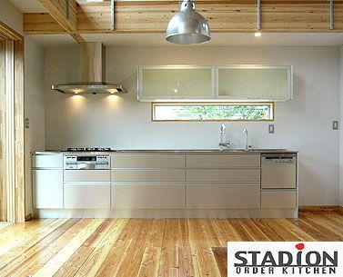 建築家が求めたフォルムを活かしたI型キッチン.. ミリ単位のスケールとバランスが求められるオーダー http://www.stadion.co.jp/