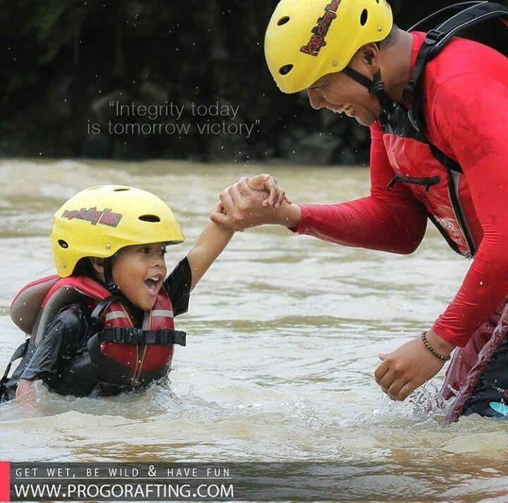 """Integrity today is tomorrow victory"" Children Fun Trip ( Arung Jeram Anak ) Informasi dan Reservasi  WA /Telf : 089697321321 WA /Telf : 085743148452 WA /Telf : 081511118089  www.progorafting.com : Follow Sosial Media kami : Google+ : +PROGO RAFTING MAGELANG Twitter : @progorafting Facebook : Progo Rafting Fanspage : Progo Rafting Magelang Instagram : @progorafting Youtube : http://bit.ly/20fbX6y . . . #progorafting #progoraftingmagelang #progoadventure #puriasri #raftingsungaielo…"