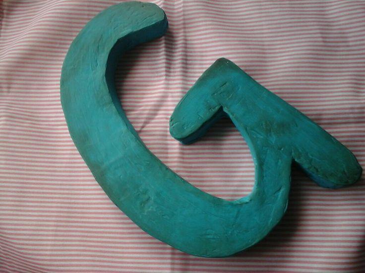 Esta es otra letra corporia pero vintage tambien fabricada con carton y pintada con acrilico