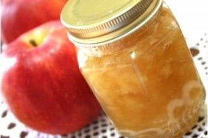 無糖リンゴジャムの作り方 りんご3個 水大匙1 塩3つまみ を煮込み、レモン汁少々 好みでシナモン少々