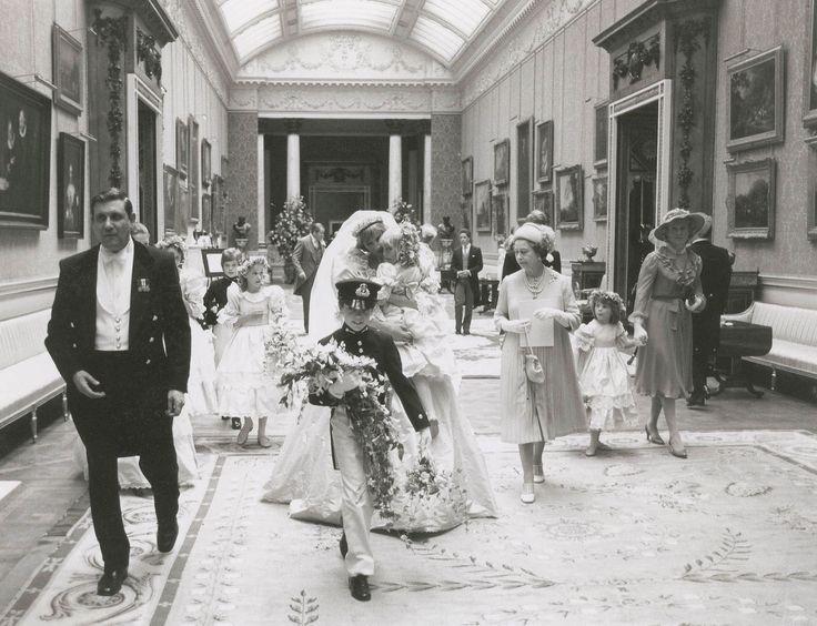Veja fotos raras do casamento de princesa Diana com príncipe Charles