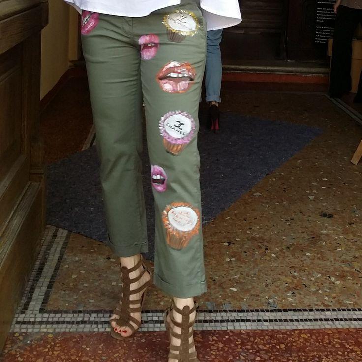 Pantaloni dipinti a mano da Caterina Borghi