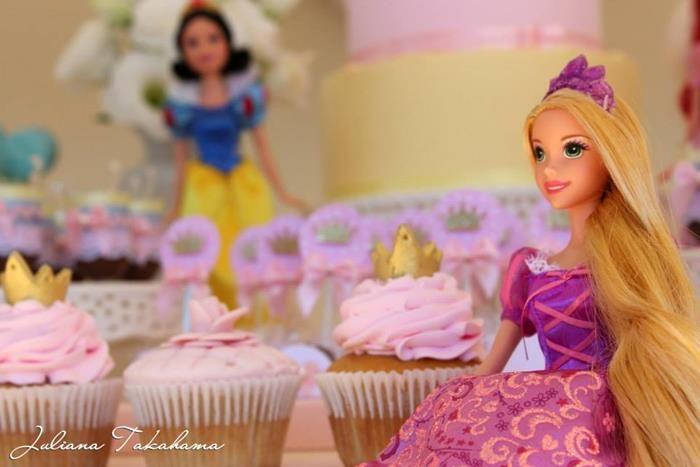 Disney Princess Party via Kara's Party Ideas   Kara'sPartyIdeas.com #DisneyPrincess #PartyIdeas #Supplies #SnowWhite #Cinderella (24)