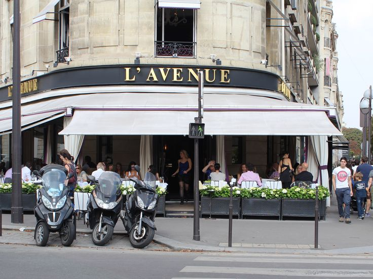 L'Avenue acclaimed brasserie in Faubourg Saint-Honoré is a classic favorite