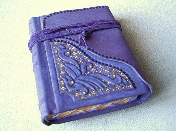 Púrpura gamuza cuero Handbound diario relieve esculpido