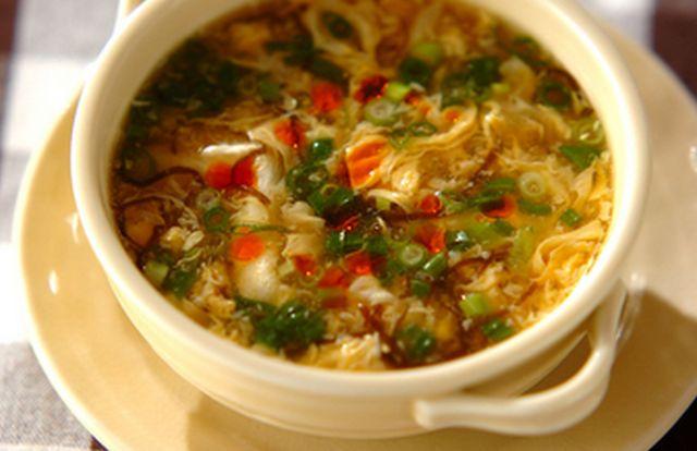 低カロリーなのに栄養価が高く、満腹感も感じられる「もずく」を使って1週間ダイエットにチャレンジしてみませんか?100kcal前後のもずくスープはとにかく美味しいのにヘルシー!簡単なのでぜひおうちで作ってみてください。