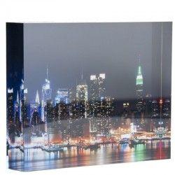 Jouw foto 'levensecht' met Acryl fotoblok!  Sommige foto's zijn zo mooi dat je er wel naar kunt blijven kijken. Met een fotoblok, gemaakt van acrylaatglas, wordt jouw foto een moderne eyecatcher. Dat is oogverblindend als woonaccessoire in je eigen interieur, maar ook als uniek fotocadeau! Dit acryblok heeft een luxe uitstralin. Bovendien zorgt het acrylaatglas voor een optimale weergave van kleur en details met een maximaal diepte-effect. Creëer je eigen kunstwerk.